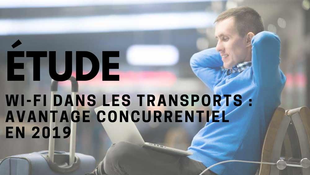 Un-homme-connecté-au-Wi-Fi-dans-un-aéroport